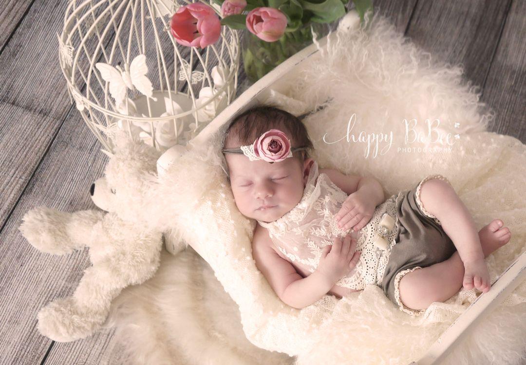 Baby Mädchen, Neugeborenes, Baby Foto, Nostalgie, Tülpen, Baby Shooting