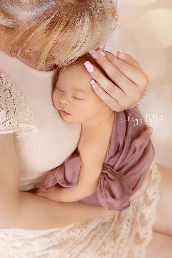 Baby und Mama, Neugeborenes Mädchen